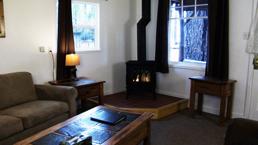 hallscott_livingroom_2_photo