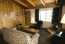 thunderbird lake tahoe cabin living room